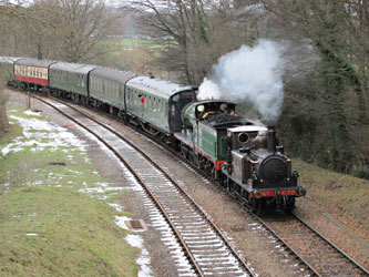 Fenchurch leads the C-class into Horsted Keynes - Ian Maggs - 11 Dec 2010