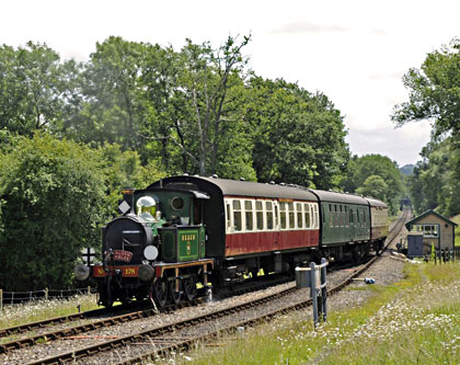178 arrives at Kingscote - Derek Hayward - 23 June 2011