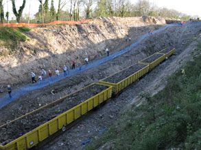 We can now fit 4 wagons into the cutting - Paul Robinson - 8 April 2011