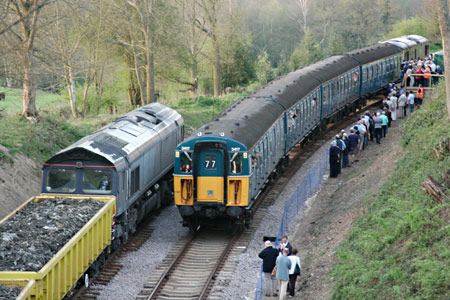 Passengers re-joining the 4Vep unit at Imberhorne North - Tony Sullivan - 8 April 2011