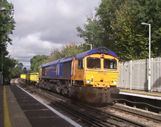 66721 brings in the empties, Riddelsdown - Nathan Gibson - 11 Oct 2011