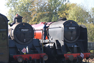 9F club members working on 75027 and 92240 - Sam Brown - 15 Oct 2011