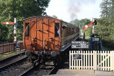 Mets departing from Sheffield Park behind the E4 - Mike Hopps - 1 Oct 2011