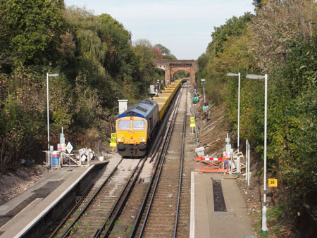66721 'Harry Beck' arrives at East Grinstead with the empties - Robert Hayward - 24 October 2011