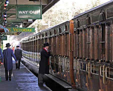 Victorian coaches ready to leave Horsted Keynes - Derek Hayward - 21 December 2012