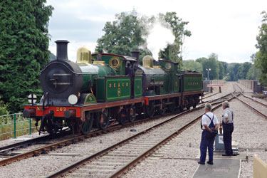 263 and 592 run round at East Grinstead - Brian Lacey - 14 Aug 2013