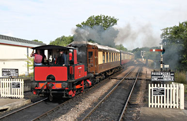 Captain Baxter shunting at Sheffield Park - Andrew Strongitharm - 10 Aug 2013