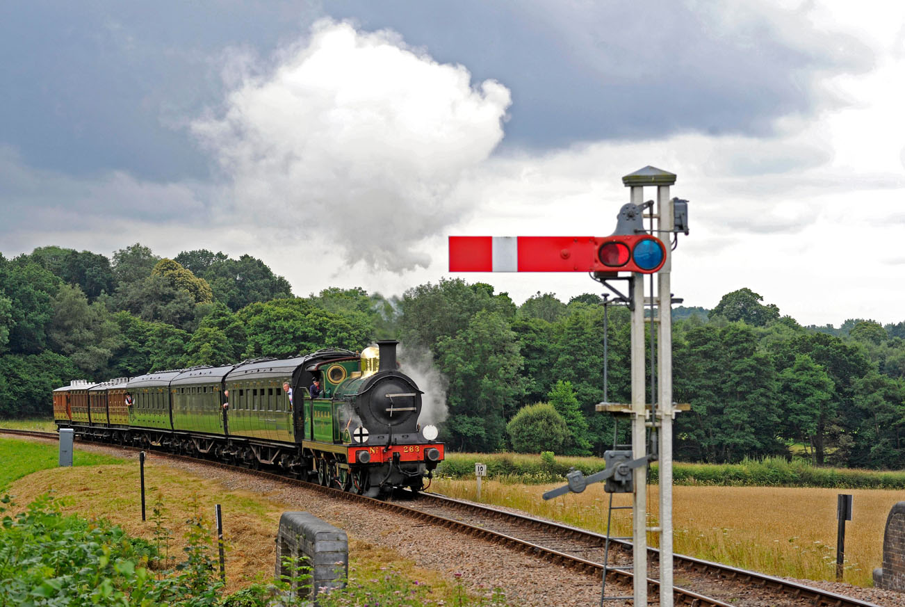 H-class approaches New Road Bridge - Derek Hayward - 30 July 2016