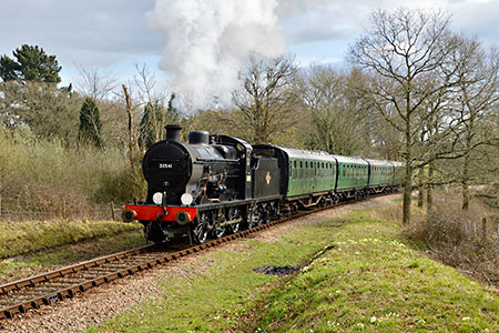 Q-class and Bulleid coaches - Steve Lee - 18 March 2019