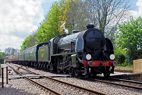 847 arrives at East Grinstead - Brian Lacey - 8 May 2019