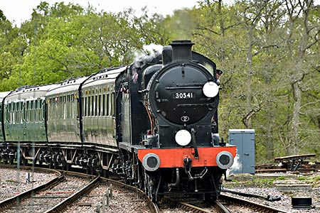 Q-class approaches Horsted Keynes - Brian Lacey - 27 April 2019