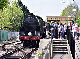 847 is admired at East Grinstead - John Sandys - 16 May 2019