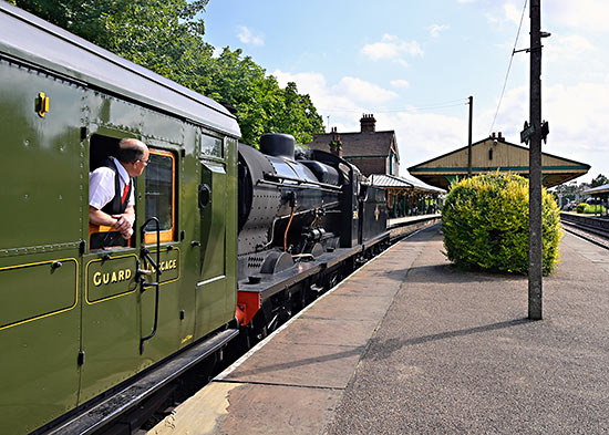 Q-class with 6686 at Horsted Keynes - Brian Lacey - 20 July 2019