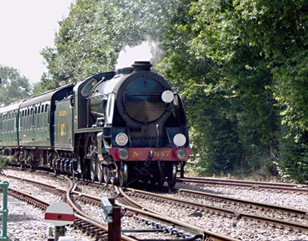 S15 approaches East Grinstead - John Sandys - 22 August 2019