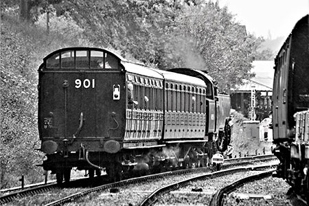 The local train approaches Horsted Keynes - Julian Clark - 13 October 2019
