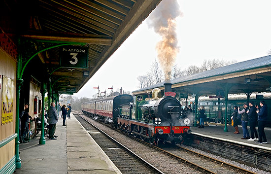 65 passes through Horsted Keynes with the Wealden Rambler - Brian Lacey - 22 February 2020
