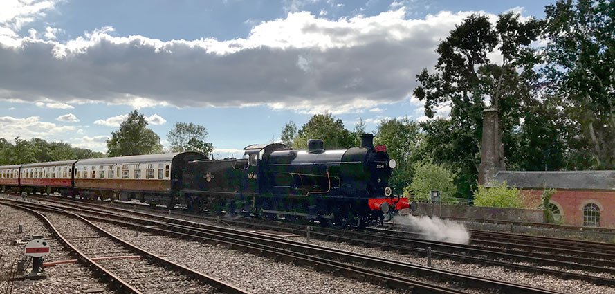 Q-class enters Horsted Keynes with the lunchtime dining service - Richard Salmon - 31 August 2020